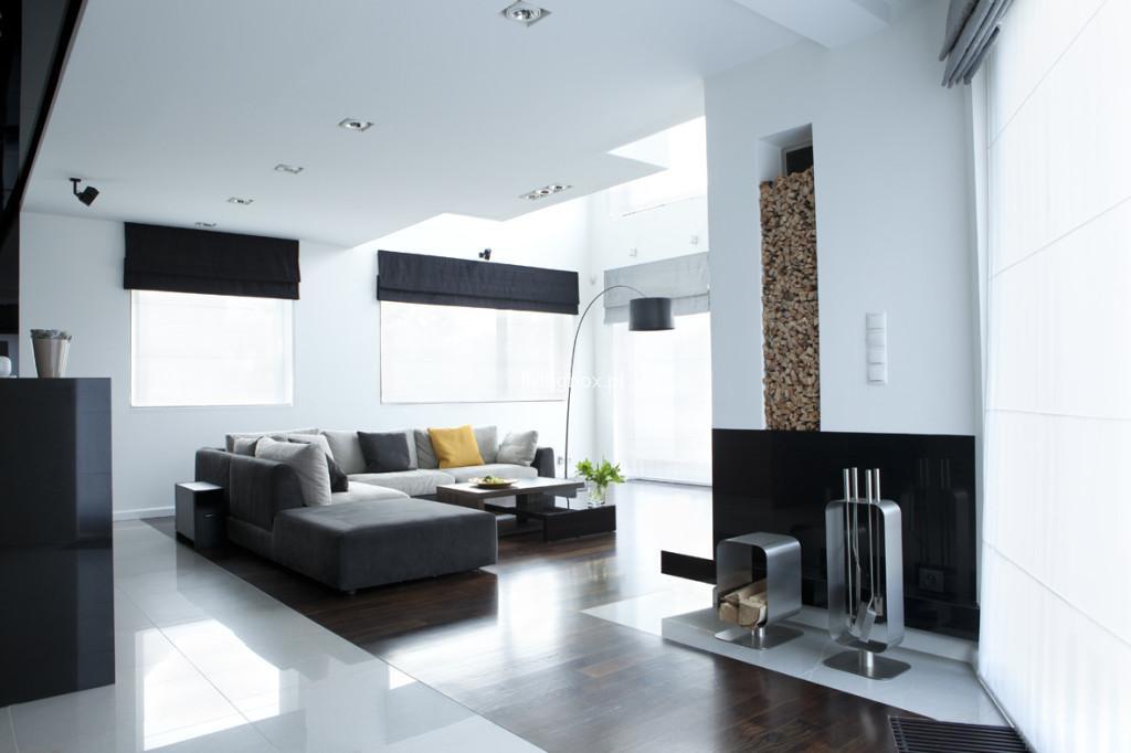 Ugość minimalizm w swoim salonie